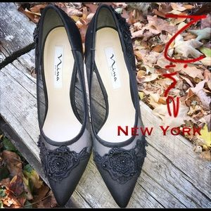 Nina New York Flower Appliqué Donela Black Pumps